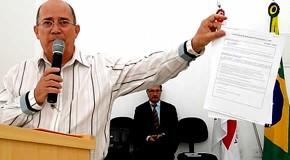 Prefeito Renato apresenta certidões na Câmara